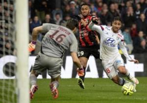 Football, Ligue 1 : Paris prend le pouvoir après la défaite de Lyon