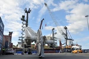 Déchargement des grues du port de Longoni