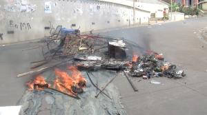 Barrage Rue du Commerce, intervention de la Police (vidéo)
