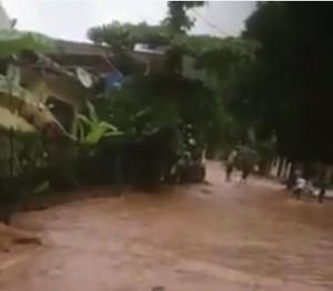 La route de Chiconi est coupée (vidéo)