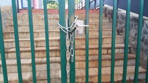 Des parents d'élèves bloquent la mairie de Tsingoni