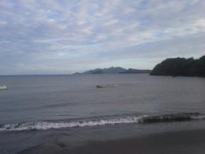 L'enfant retrouvé mort sur la plage de Moya avait la gorge tranchée