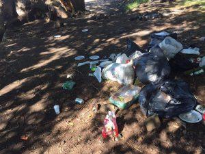 Beach Foot Entreprise 2017 : un flot de déchets abandonnés à Sakouli