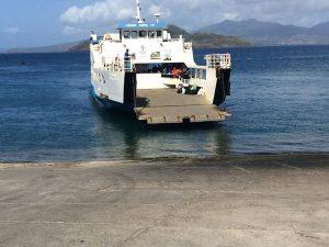 Seules deux barges assurent les rotations