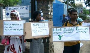 Les assoiffés de Mayotte interpellent les maires face aux «habitations d'infortunes»