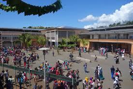 Remise des bulletins scolaires et dossiers d'inscription du collège de Passamainty