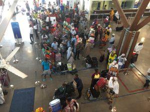 L'aéroport engorgé en raison d'un important chassé-croisé