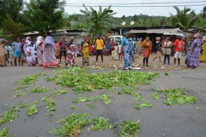 Le collectif de Mayotte fait du porte à porte et laisse une semaine avant de procéder à des décasages (photos)