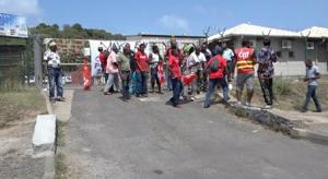 Les femmes leaders bloquent la route en soutien aux grévistes de Mayco