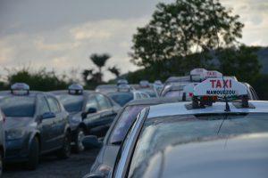 La circulation au ralenti en raison de l'opération escargot des taxis (photos)