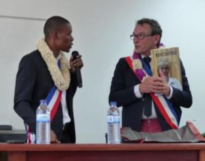 Le Maire de Koungou reçoit le Maire de la ville de Le Cossé le Vivien