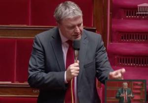 Un député anti Mayotte française provoque des débats houleux à l'assemblée nationale