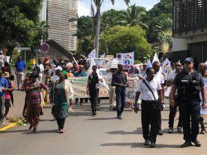 Les grévistes du SNUipp défilent dans les rues de Mamoudzou