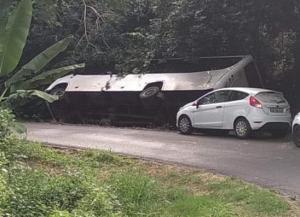 Accident de bus scolaire proche de la plage de Tanaraki