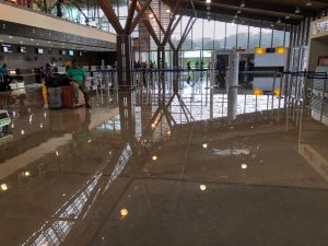 L'aéroport de Mayotte sous les eaux (vidéo)