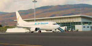 Air_Tanzania_B737_at_Hahaya_Airport
