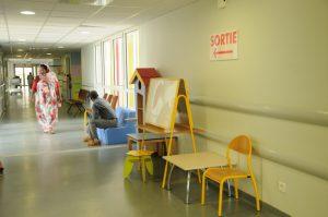 Ouverture d'une classe au cœur du service de pédiatrie pour les enfants hospitalisés