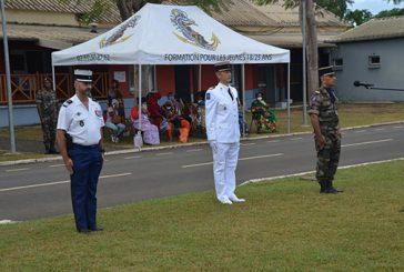 Une cérémonie de présentation au drapeau bien particulière