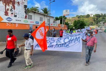 Les agents du CHM et de l'ARS défilent dans la rue