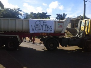 IBS : blocage à Combani (5 photos)