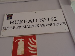 17h18 : Intervention du Maire et de la police nationale à Kawéni Poste