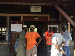 Ouverture des votes à l'école Tsoundzou 1 (bureau n°127)