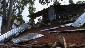Lutte contre l'habitat insalubre : des démolitions en cours à Kawéni (vidéo)