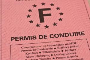 Augmentation des taxes sur les permis de conduire et cartes grises