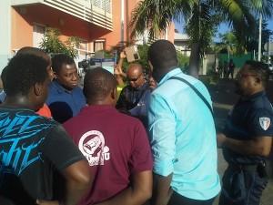 Mairie de Mamoudzou : violents affrontements entre la police municipale et les manifestants (vidéos)