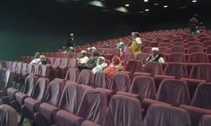 Bandraboua : les jeunes accompagnent leurs ainés au cinéma