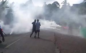 Jets de grenades lacrymogènes à Bandrélé (vidéo)