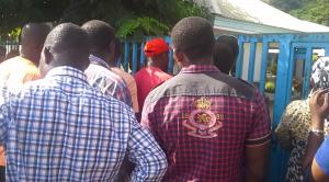 Les grévistes envahissent l'école maternelle de Bandrélé (video)