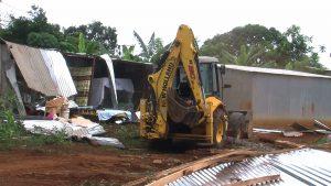 Destruction de bangas à Kahani