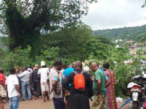 Les barrages ont repris aux principaux carrefours de l'île