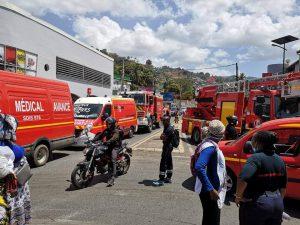 Une nouvelle action coup de poing des pompiers a paralysé le rond point SFR ce midi