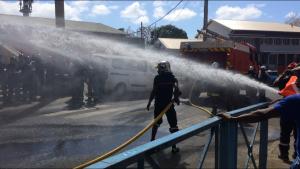 La tension était à son comble ce matin entre pompiers et force de l'ordre (vidéo)