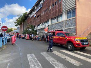 Les pompiers en grève poursuivent leurs opérations