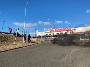 Les grévistes de BDM ne semblent pas vouloir ouvrir le magasin Jumbo (video)