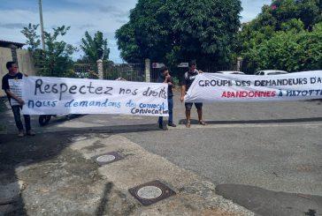 Le collectif des demandeurs d'asile arabes manifeste devant la préfecture