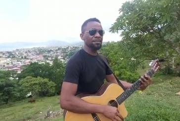 El Had souhaite Mwaha mwéma Kwezi, à la guitare (vidéo)