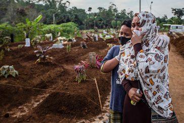 Des centaines d'enfants morts de la covid en Indonésie remet en question tout ce que l'on croyait