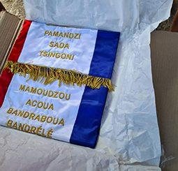 L'association des maires fait l'acquisition d'un drapeau des polices municipales de Mayotte