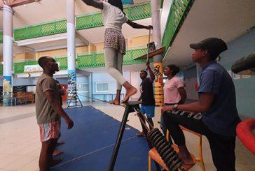 Restitution mercredi des travaux de l'ACM Camp Vacances en Danse avec 20 adolescents