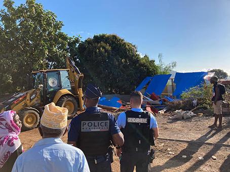 Destruction d'une case en tôles à Dembéni
